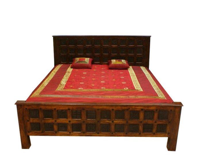 indyjskie-lozko-kolonialne-z-rzezbieniami-wykonane-z-litego-drewna-akacji-indyjskiej