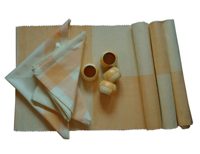 Komplety stołowe, maty, obrusy, bieżniki, podkładki
